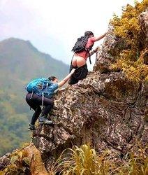 Escalada, Riesgo, Agarrarse, pantalon, subir, trepar, escalar, botas, mochila, roca, montaña.jpg
